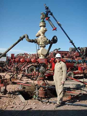 Beim Fracking werden Gas und Öl mit Chemikalien freigesetzt, die man in den Boden pumpt (Foto: Joshua Dubek, Wikipedia CC-Lizenz)
