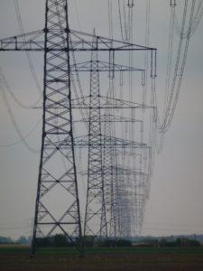 Stromleitungen transportieren Energie über weite Entfernungen (Foto: Michael Simm, 2012)